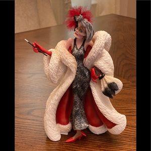 Disney Showcase Cruella Couture de Force Figurine
